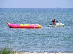 banana-boat-684847_1280